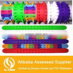 2014 new design silicone snap rubber bracelet/wristband