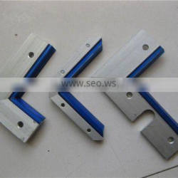 CNC machine right angle guide scrapper