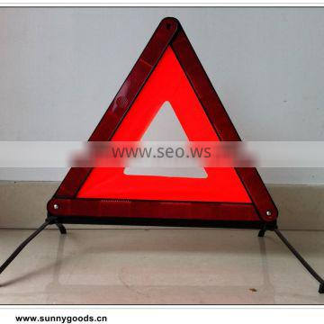 reflecting warning triangle with E-mark