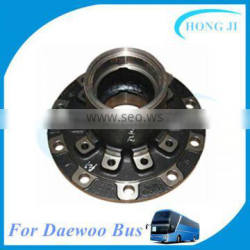 Cheap auto chassis parts wheel hub used for Daewoo bus