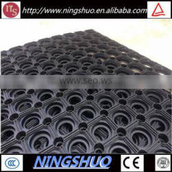 China factory of wholesale black anti slip playground rubber hole mat for grass